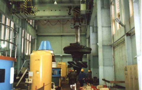 Монтаж укрупненного блока турбины на Серебрянской ГЭС-16