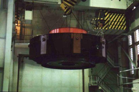 Монтаж верхней крестовины на Серебрянской ГЭС-15